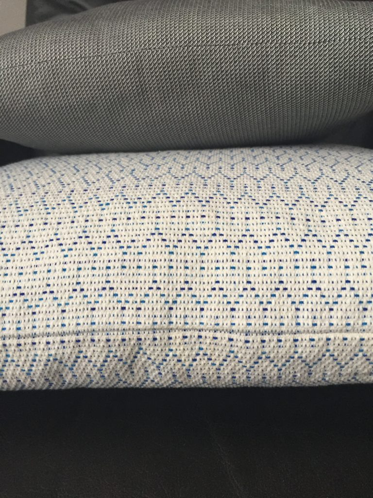 dot-cushion